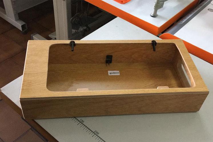 Base de madera para máquina de coser familiar